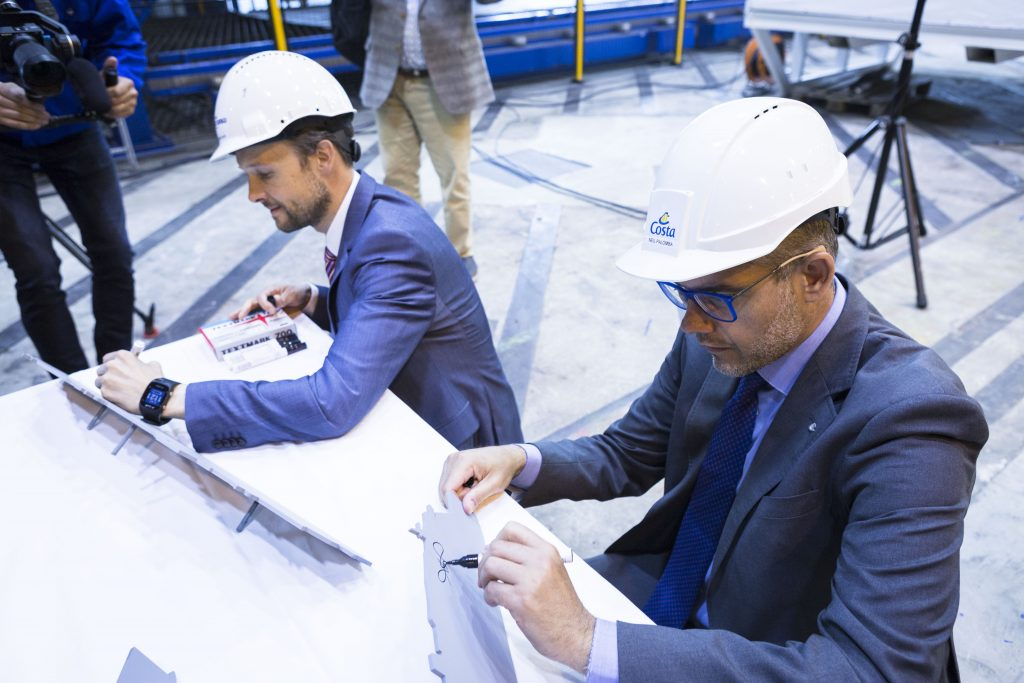 Director signing the first cut steel plates of Costa Toscana